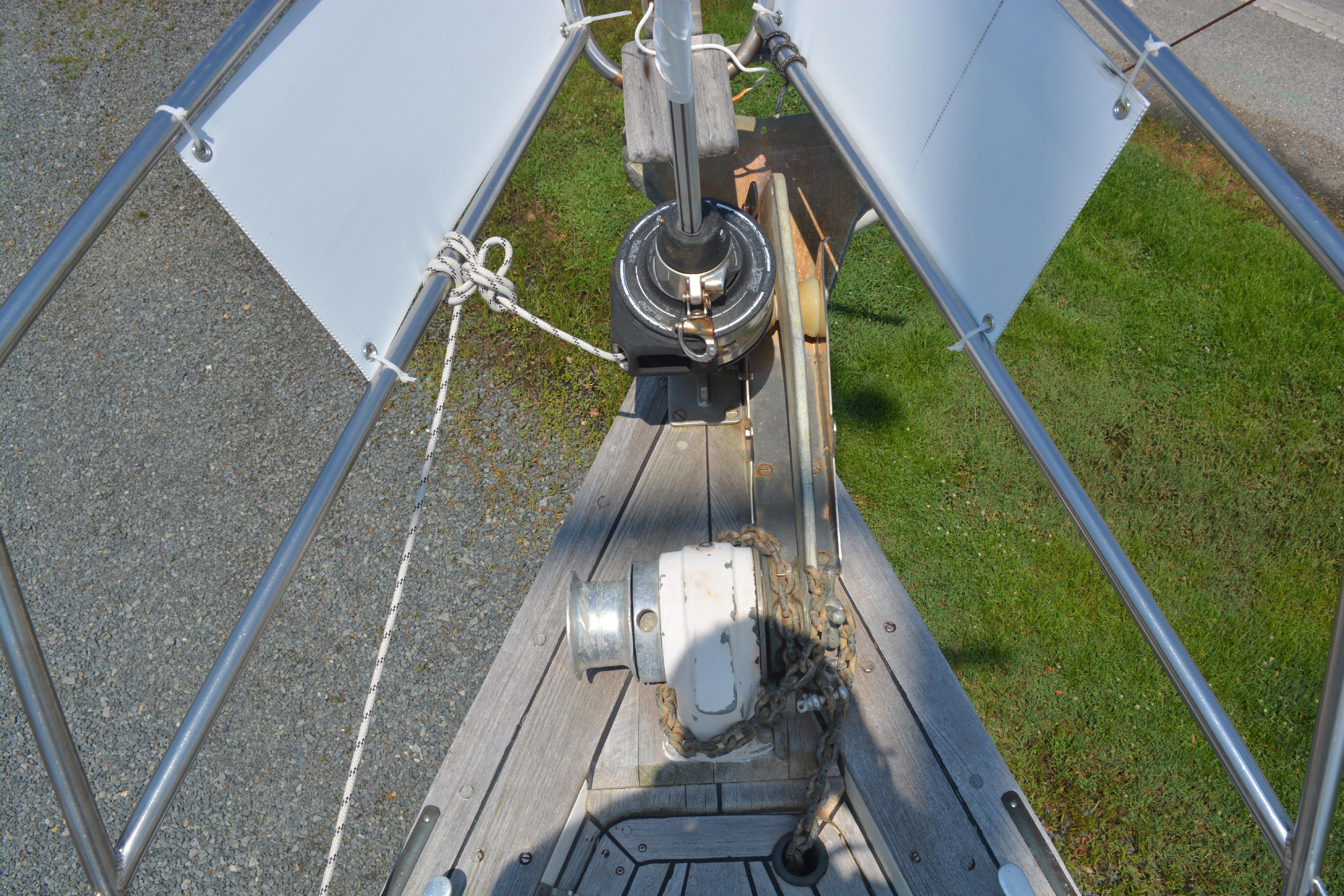 Bow pulpit and windlass