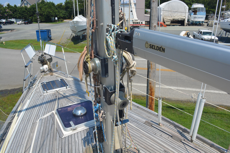 Selden mast and boom 1