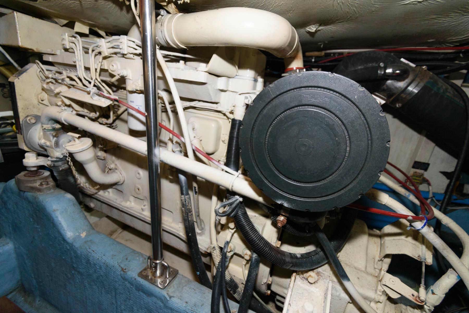 V 6056 WT Knot 10 Yacht Sales