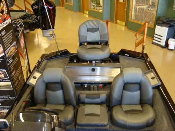 2021 Tracker Boats boat for sale, model of the boat is Pro Team 175 TXW® & Image # 11 of 16