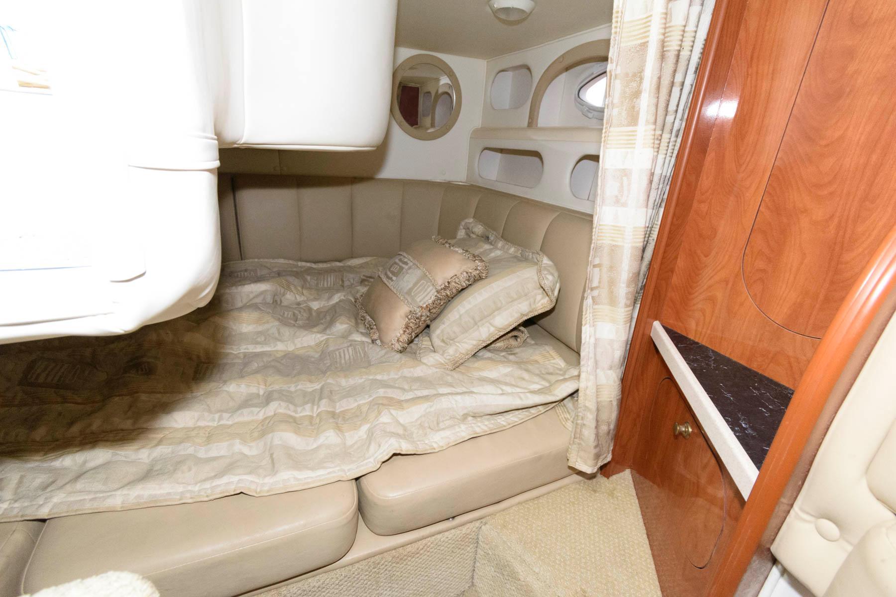 M 6008 WT Knot 10 Yacht Sales