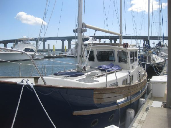 1976 Fisher Pilothouse  30