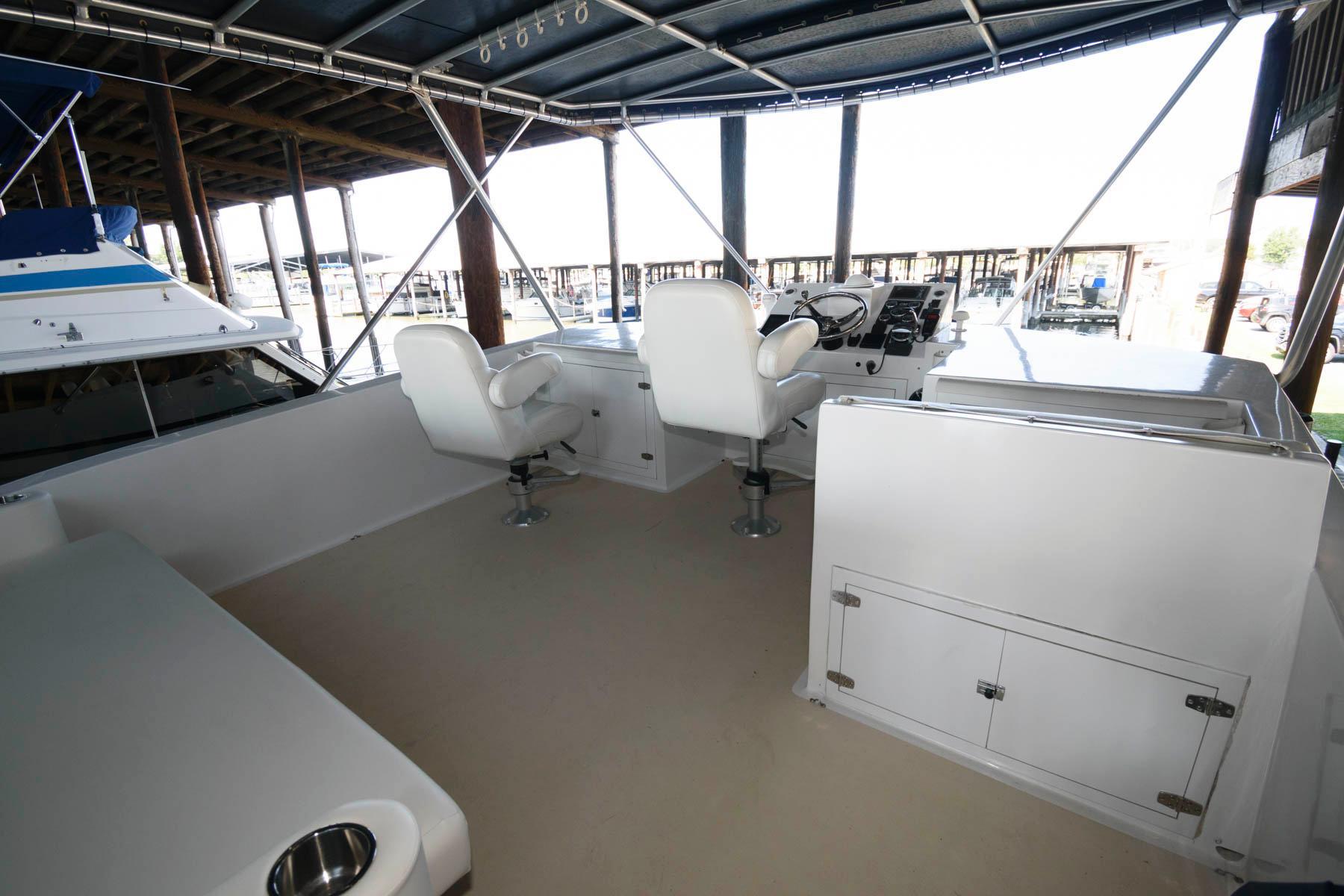 M 6245 PH Knot 10 Yacht Sales