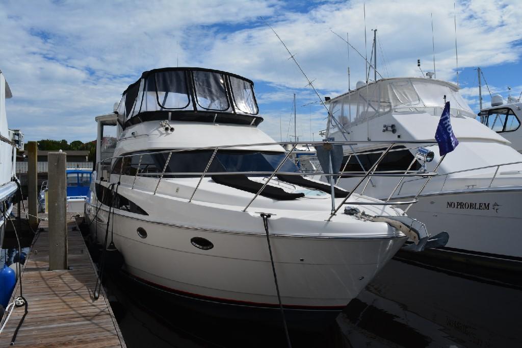 Meridian 459 Motoryacht - Starboard Side Aft