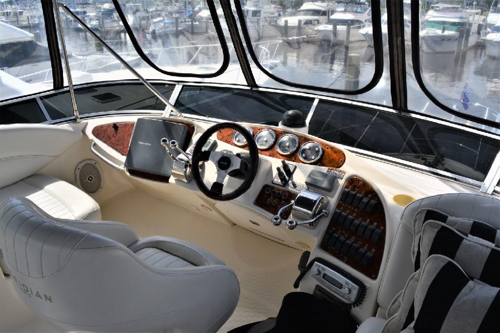 Meridian 459 Motoryacht - Helm