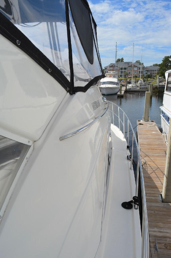 Meridian 459 Motoryacht - Starboard Walk