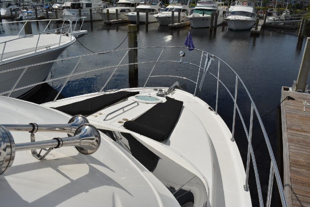 Meridian 459 Motoryacht - Foredeck