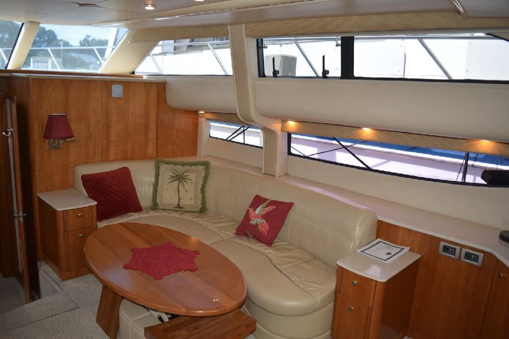 Meridian 459 Motoryacht - Salon to Starboard