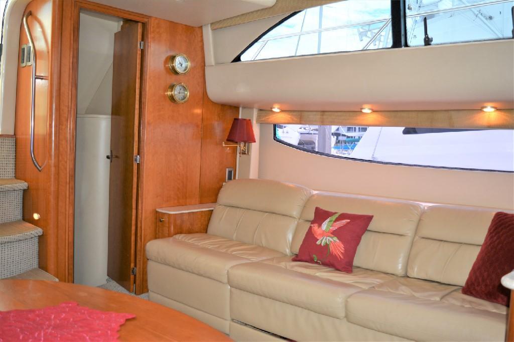 Meridian 459 Motoryacht - Salon Settee