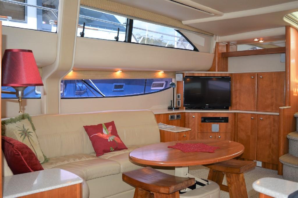 Meridian 459 Motoryacht - Salon Starboard Looking Aft
