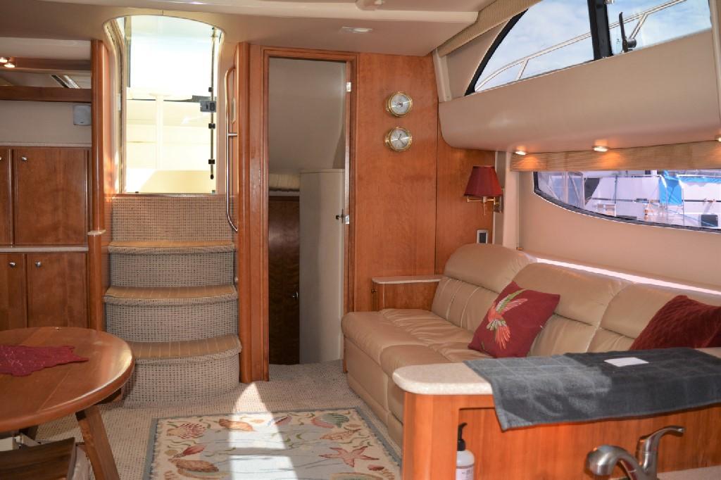 Meridian 459 Motoryacht - Aft Master Cabin Entrance