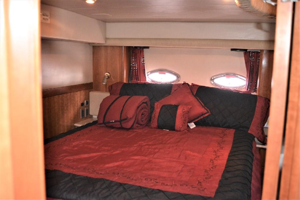Meridian 459 Motoryacht - Master Berth