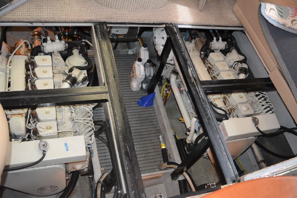Meridian 459 Motoryacht - Engine Bay