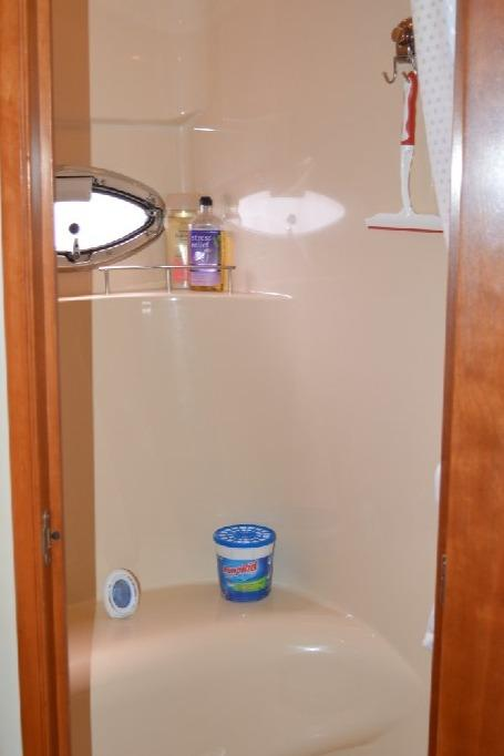 Meridian 459 Motoryacht - Master Shower Closet