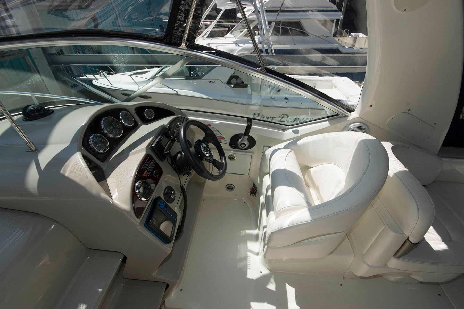 M 6409 TW Knot 10 Yacht Sales