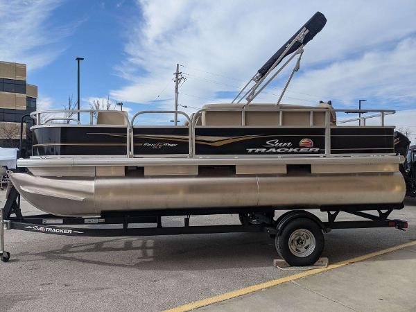 2021 Sun Tracker boat for sale, model of the boat is Bass Buggy 18 DLX & Image # 1 of 53