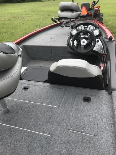 2018 Tracker Boats boat for sale, model of the boat is Pro Team 175 TXW 40th Anniversary Edition & Image # 7 of 12