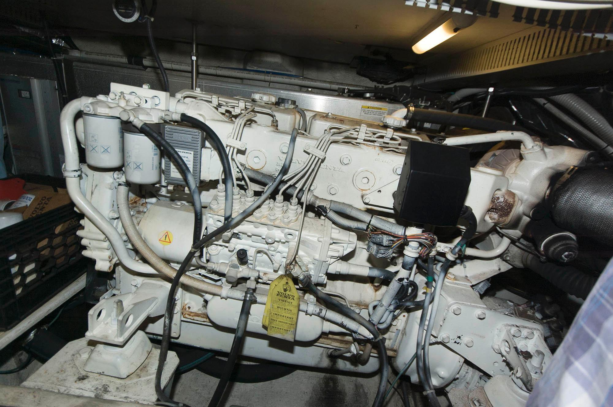 M 5599 VR Knot 10 Yacht Sales