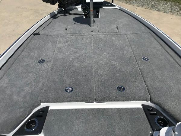2022 Nitro boat for sale, model of the boat is Z21 XL Pro & Image # 8 of 20