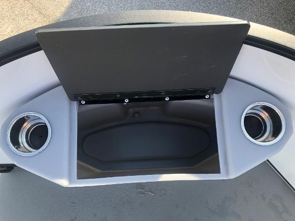 2021 Bentley boat for sale, model of the boat is 220 Fish & Image # 12 of 26