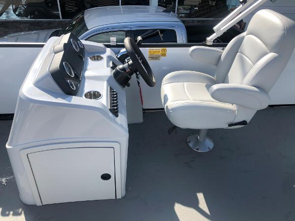 2021 Bentley boat for sale, model of the boat is 220 Fish & Image # 15 of 26