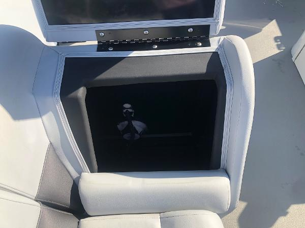 2021 Bentley boat for sale, model of the boat is 220 Fish & Image # 19 of 26