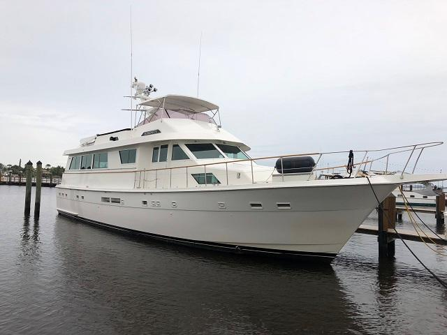 70' Hatteras starboard forward profile1