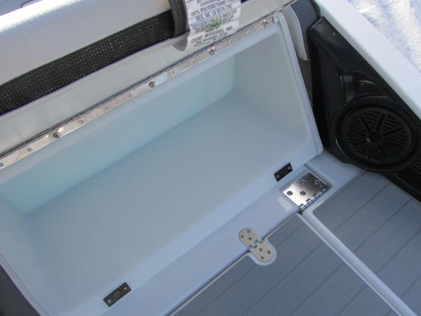 2021 Yamaha boat for sale, model of the boat is AR 250 & Image # 11 of 41