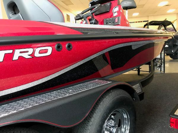 2021 Nitro boat for sale, model of the boat is Z18 & Image # 6 of 61