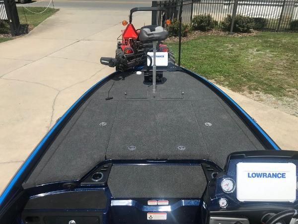 2022 Nitro boat for sale, model of the boat is Z21 XL Pro & Image # 14 of 16