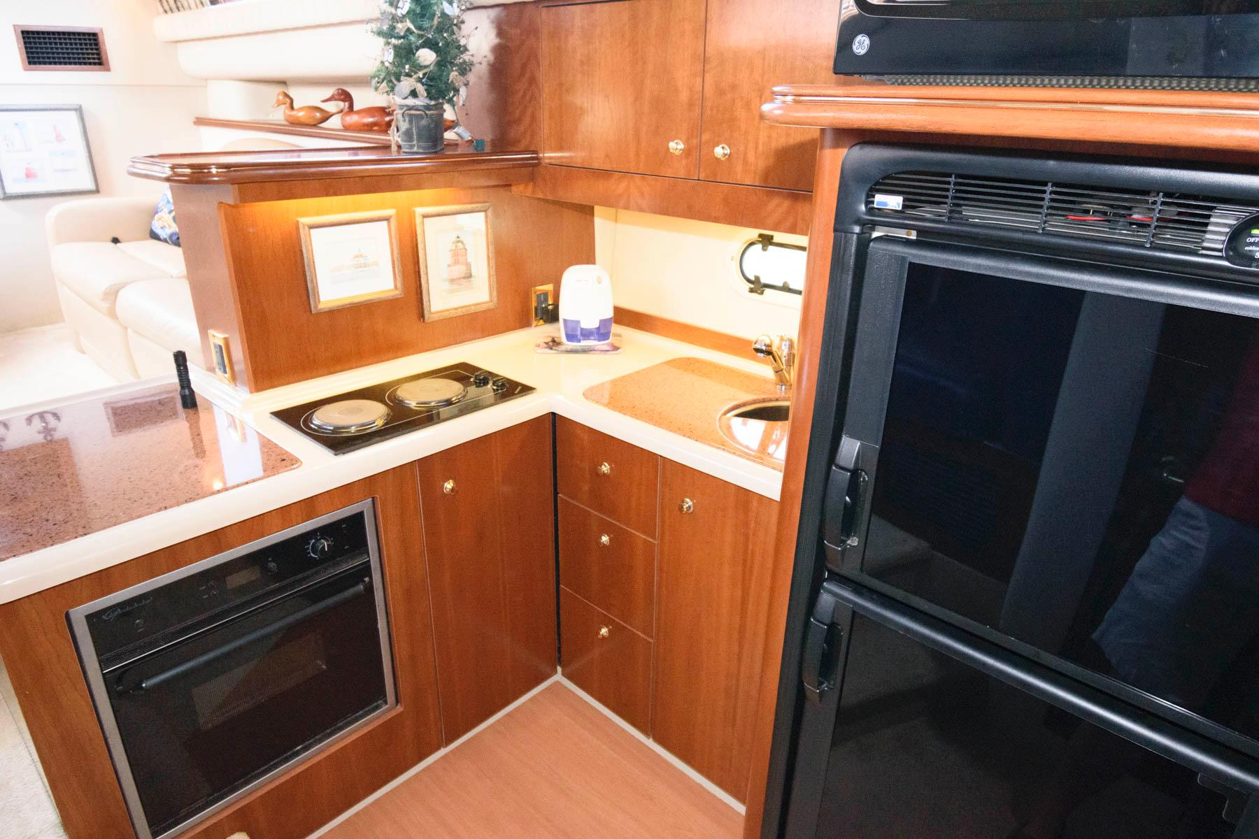 V 6124 TW Knot 10 Yacht Sales