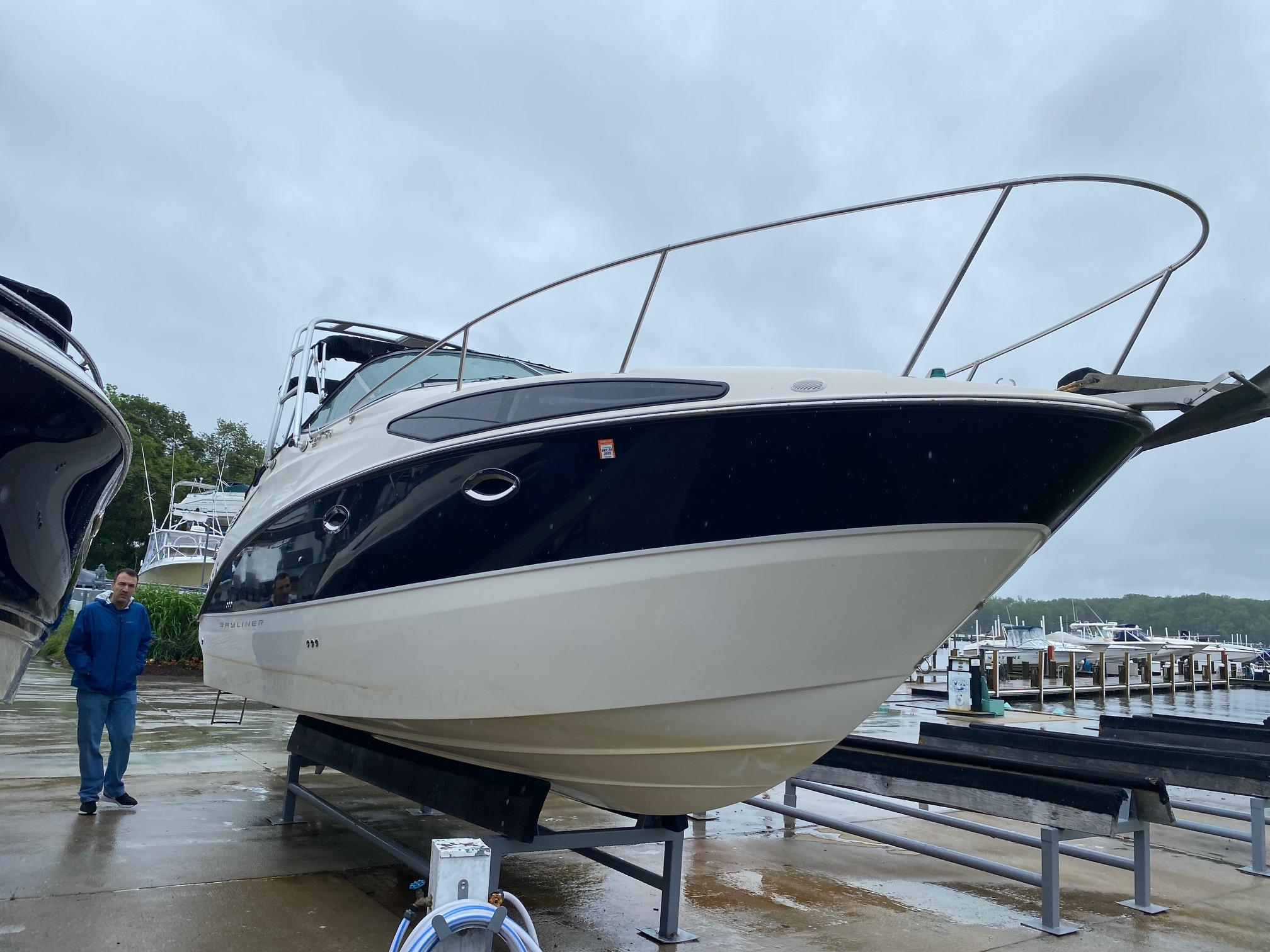 M 6169 WT Knot 10 Yacht Sales