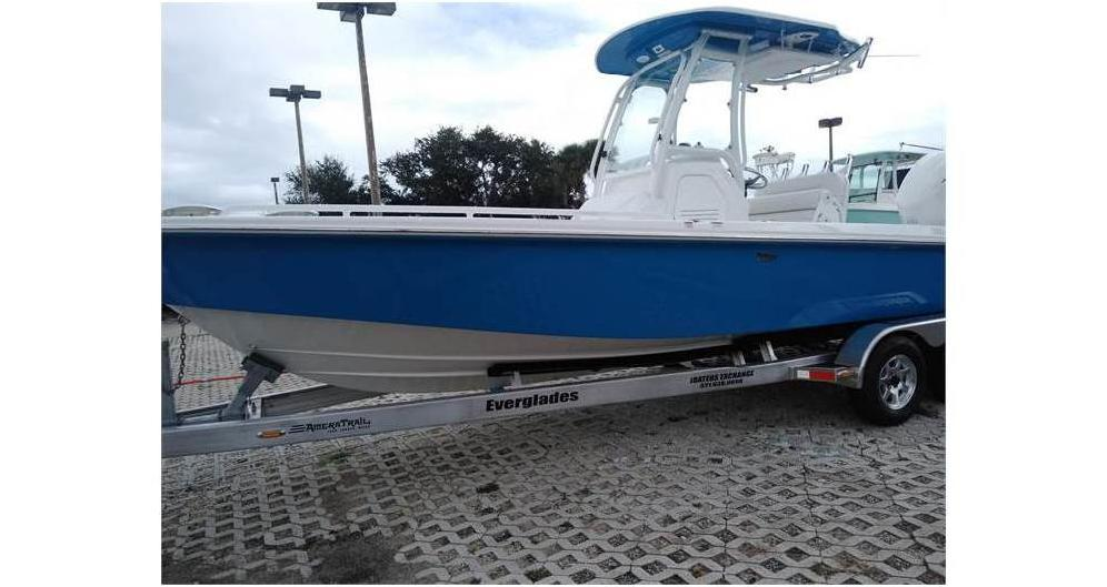 2020 EVERGLADES BOATS 243CC  (Located in NEW SMYRNA BEACH)