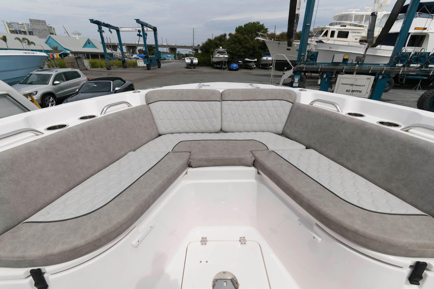 M 6344 BW Knot 10 Yacht Sales