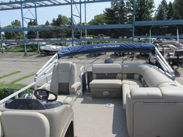 2021 Sun Tracker boat for sale, model of the boat is PARTYBARGE 20DLX & Image # 5 of 18