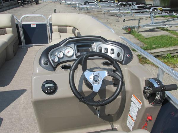 2021 Sun Tracker boat for sale, model of the boat is PARTYBARGE 20DLX & Image # 6 of 18