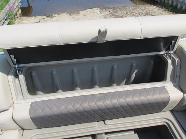 2021 Sun Tracker boat for sale, model of the boat is PARTYBARGE 20DLX & Image # 9 of 18