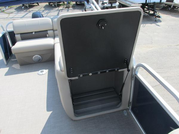 2021 Sun Tracker boat for sale, model of the boat is PARTYBARGE 20DLX & Image # 10 of 18
