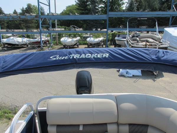 2021 Sun Tracker boat for sale, model of the boat is PARTYBARGE 20DLX & Image # 11 of 18