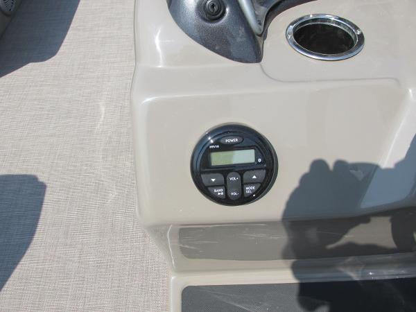 2021 Sun Tracker boat for sale, model of the boat is PARTYBARGE 20DLX & Image # 12 of 18