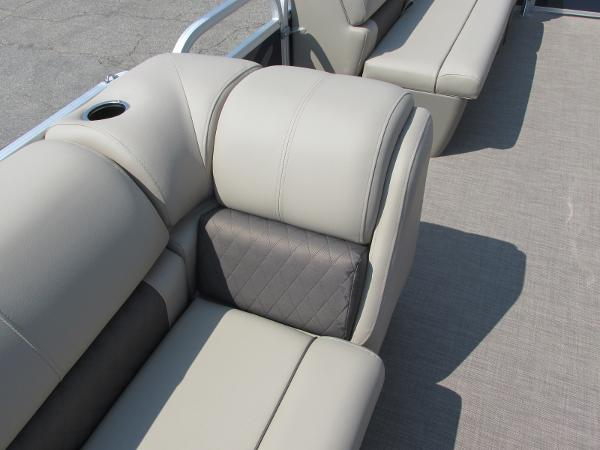 2021 Sun Tracker boat for sale, model of the boat is PARTYBARGE 20DLX & Image # 15 of 18