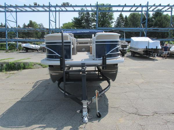 2021 Sun Tracker boat for sale, model of the boat is PARTYBARGE 20DLX & Image # 16 of 18