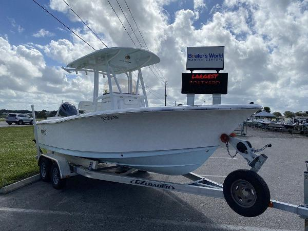 2016 Sea Hunt boat for sale, model of the boat is Ultra 211 & Image # 2 of 11