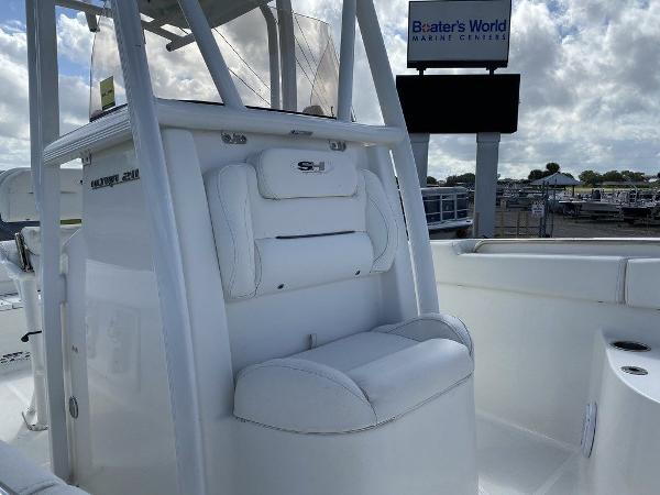 2016 Sea Hunt boat for sale, model of the boat is Ultra 211 & Image # 4 of 11
