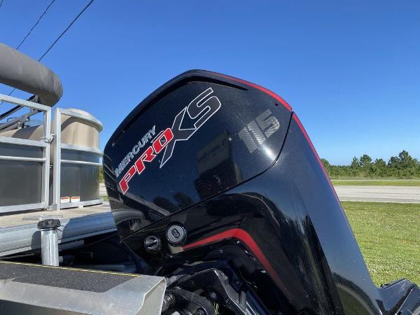 2017 Sun Tracker boat for sale, model of the boat is PARTY BARGE® 24 XP3 & Image # 3 of 13