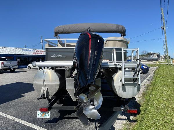 2017 Sun Tracker boat for sale, model of the boat is PARTY BARGE® 24 XP3 & Image # 4 of 13
