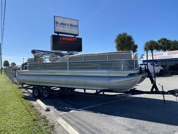2017 Sun Tracker boat for sale, model of the boat is PARTY BARGE® 24 XP3 & Image # 5 of 13