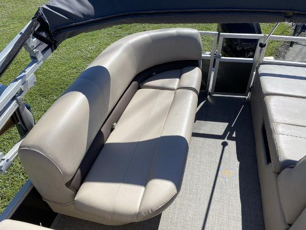 2017 Sun Tracker boat for sale, model of the boat is PARTY BARGE® 24 XP3 & Image # 6 of 13
