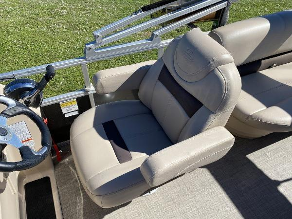 2017 Sun Tracker boat for sale, model of the boat is PARTY BARGE® 24 XP3 & Image # 7 of 13