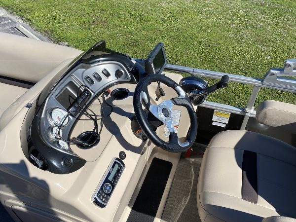 2017 Sun Tracker boat for sale, model of the boat is PARTY BARGE® 24 XP3 & Image # 8 of 13